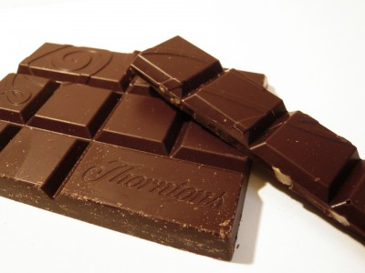 Thorntons Dark Chocolate With Macadamia