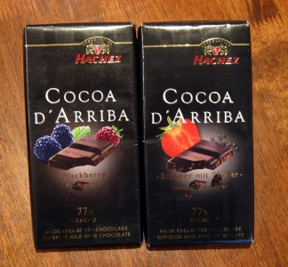 Hachez Cocoa d'Arriba Blackberry & Cocoa Nibs, Strawberry & Pepper