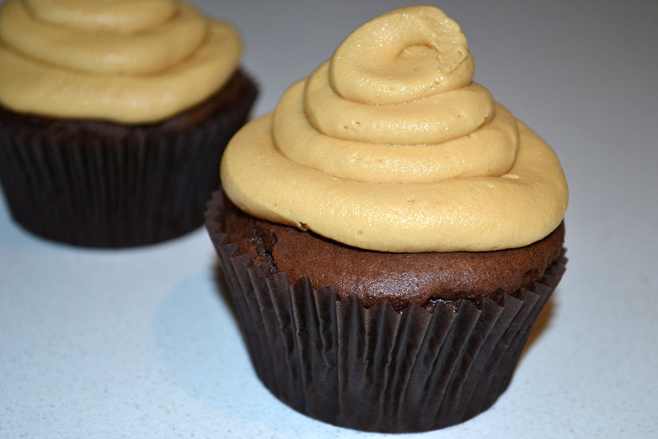 Peanut Butter And Chocolate Cupcakes Recipe - Chocablog