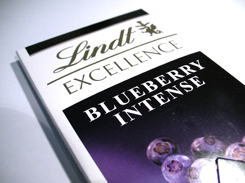 Lindt Blueberry Intense