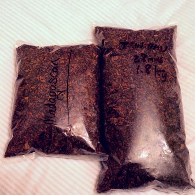 Nabbed some nibs! A few kg of freshly roasted nibs is all you need to make a train smell of chocolate!
